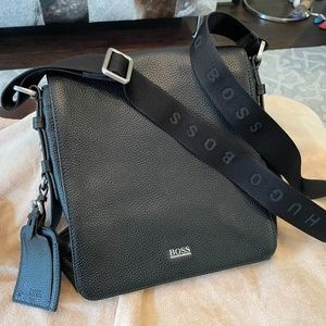 Hugo Boss Pebble Leather Messenger